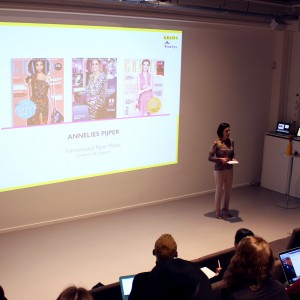 GRAZIA HOLDING A FASHION JOURNALISM COURSE